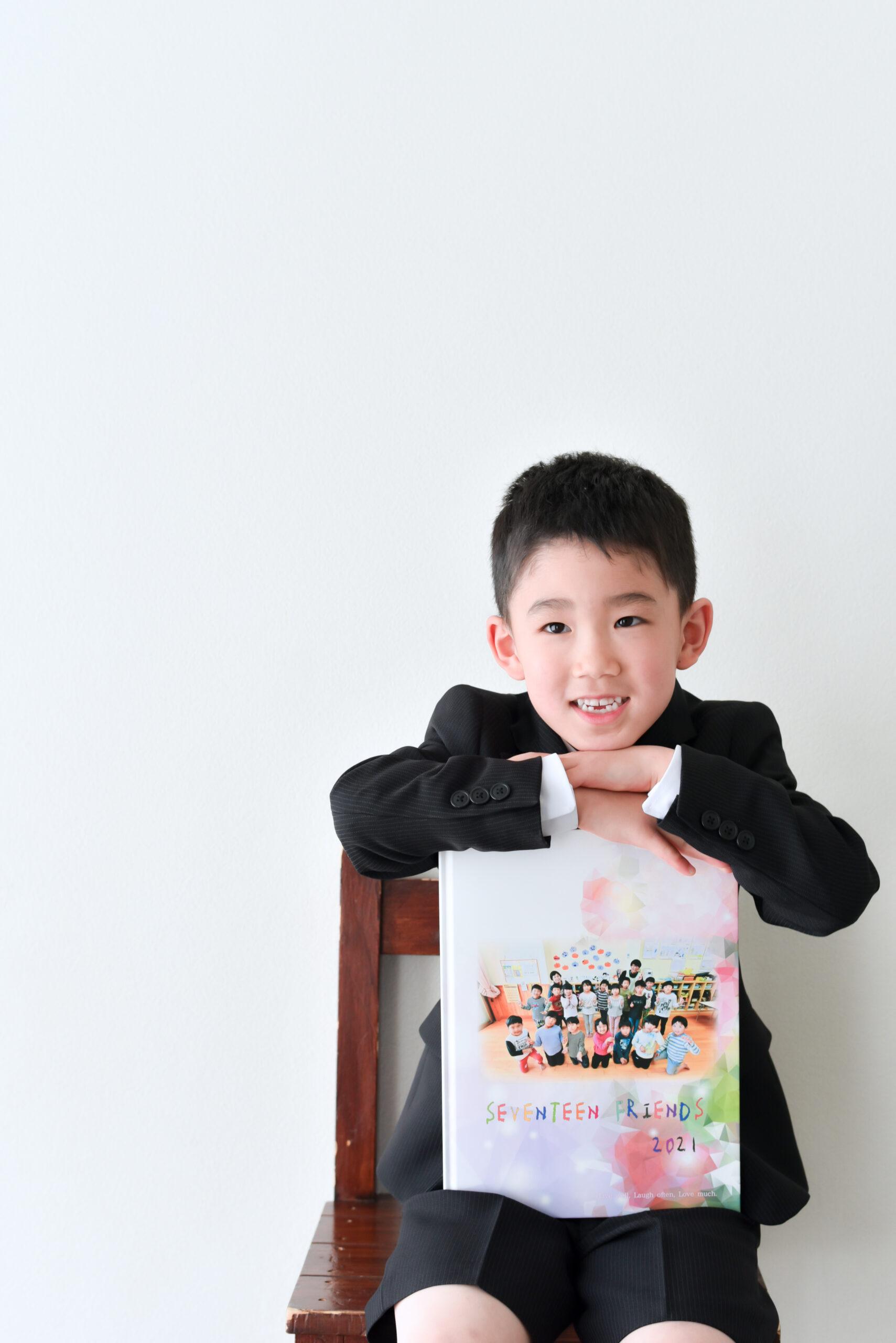6歳男の子 小学校入学写真 ランドセルと写真 幼稚園卒業写真 幼稚園アルバムと記念写真
