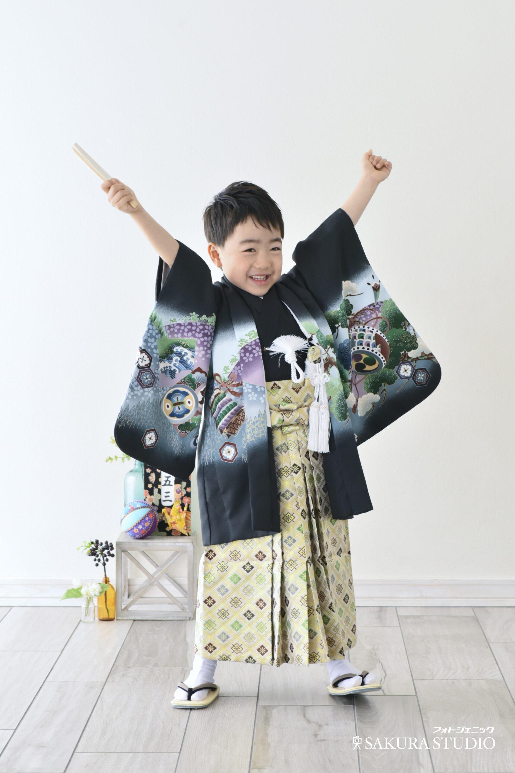 七五三 男の子 袴 扇子 姉弟写真 仲良し かわいい 元気 桜 ロケーション撮影 写真撮影 宇都宮 フォトジェニックサクラスタジオ フォトスタジオ