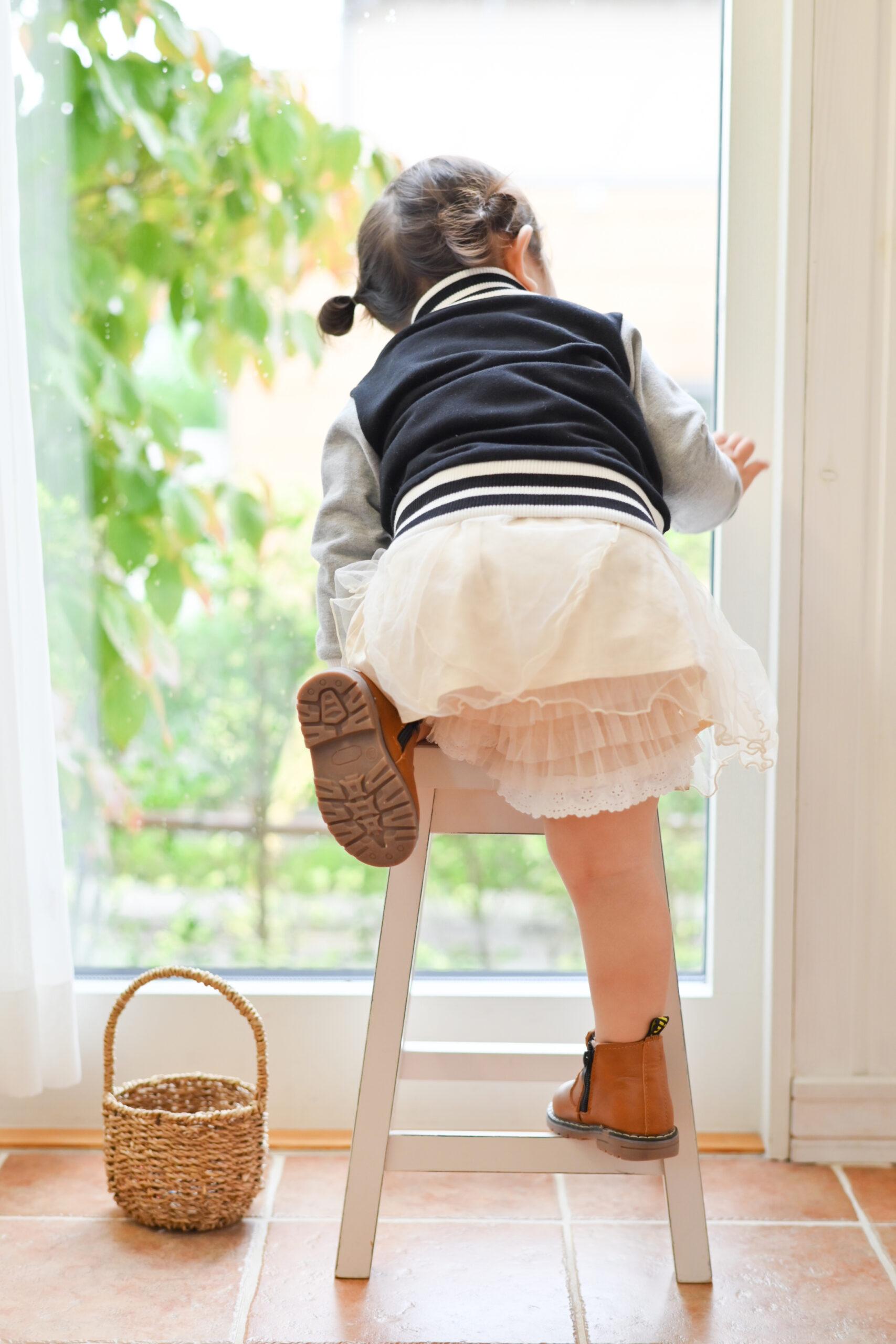 2歳女の子 かわいい後ろ姿 写真