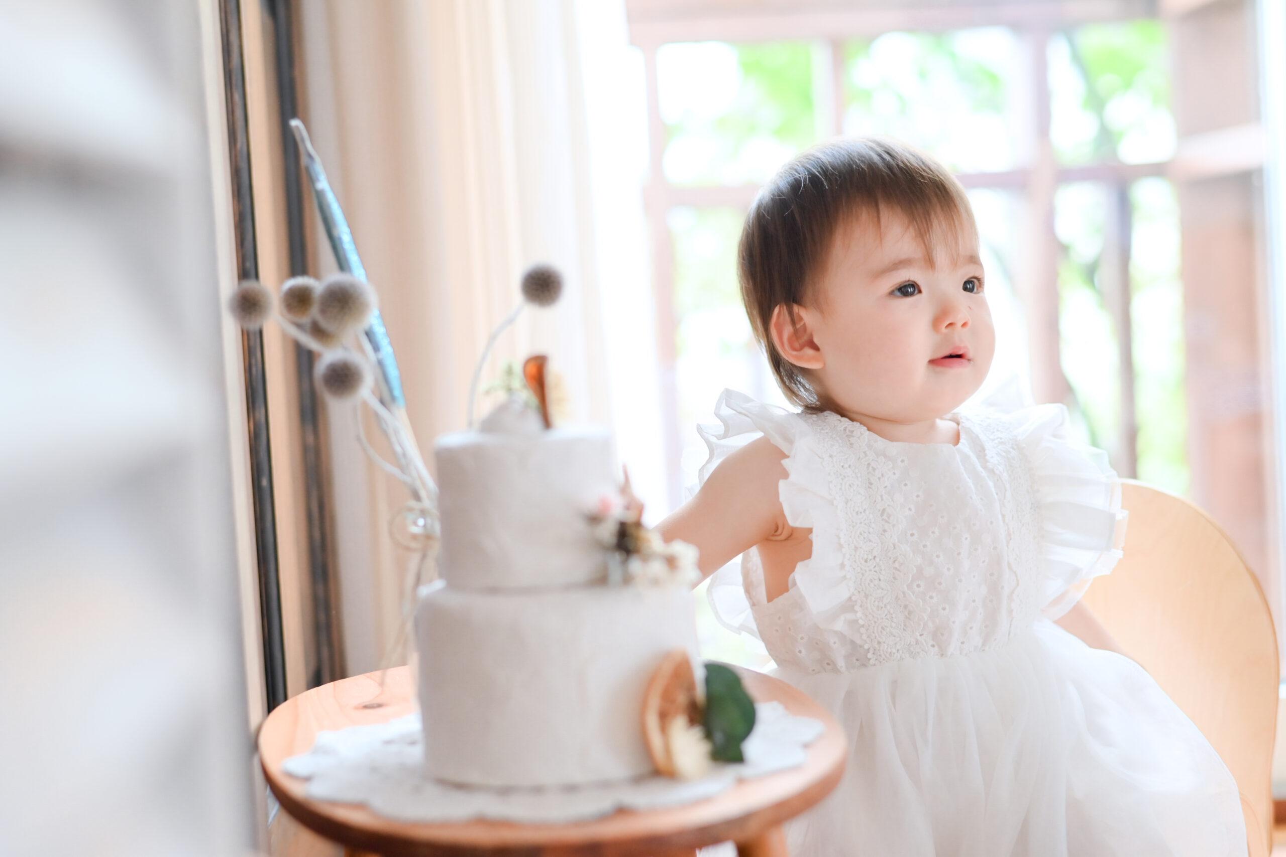 1歳 誕生日 女の子 おめでとう 宇都宮フォトスタジオ フォトジェニックサクラスタジオ ケーキと一緒に