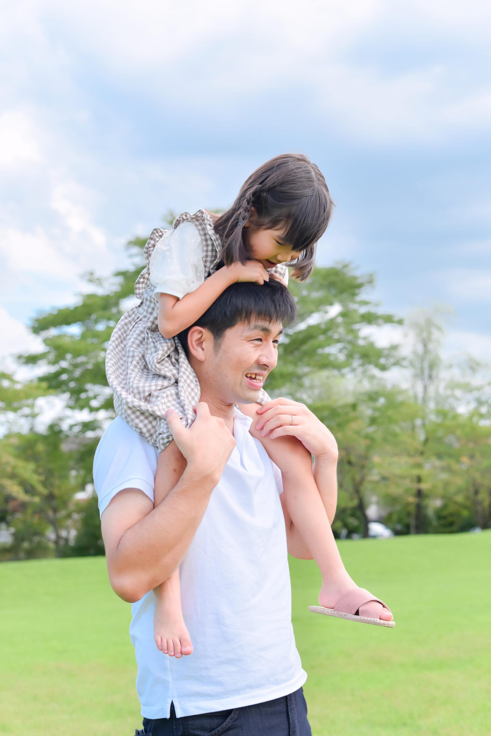 夏 公園 6歳 お姉ちゃん こども パパに肩車 写真撮影 ロケーションフォト 宇都宮